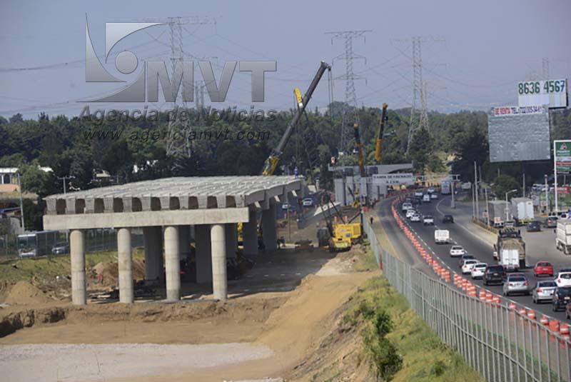 Opera ágilmente desviación en carretera México-Toluca