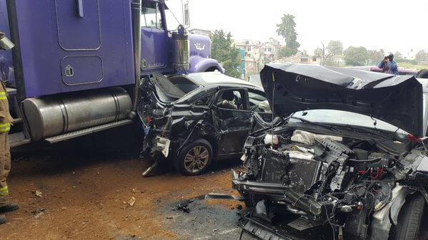 Tráiler sin frenos arrasó autos en la México-Toluca