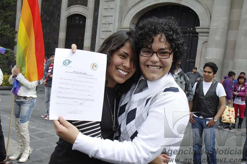 Presentan iniciativa para concretar matrimonios igualitarios en Edoméx