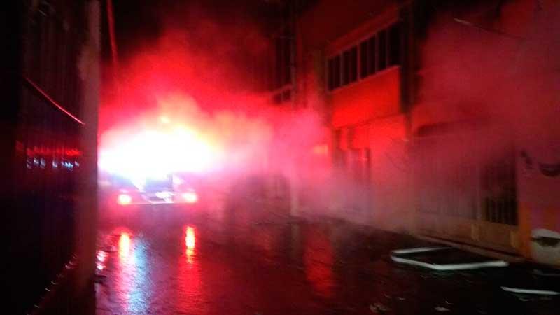 Controlan Bomberos de Toluca incendio en Cacalomacan