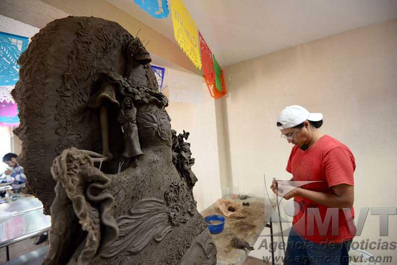 Concursan 58 artesanos para crear la Catrina más bella en Metepec