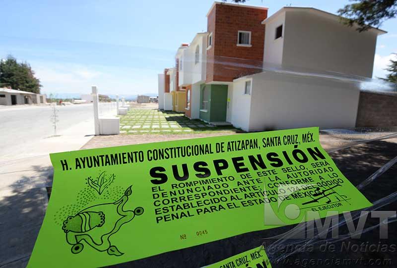 Clausuran obras de fraccionamiento pero inmobiliaria sigue adelante en Atizapán