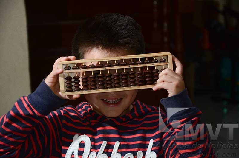 Busca apoyo pequeño genio mexiquense para ir a Olimpiada Mundial de Matemáticas