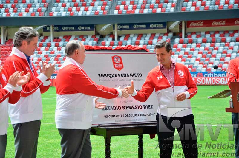Entregó el Presidente de la República, Enrique Peña Nieto, remodelado estadio Nemesio Díez