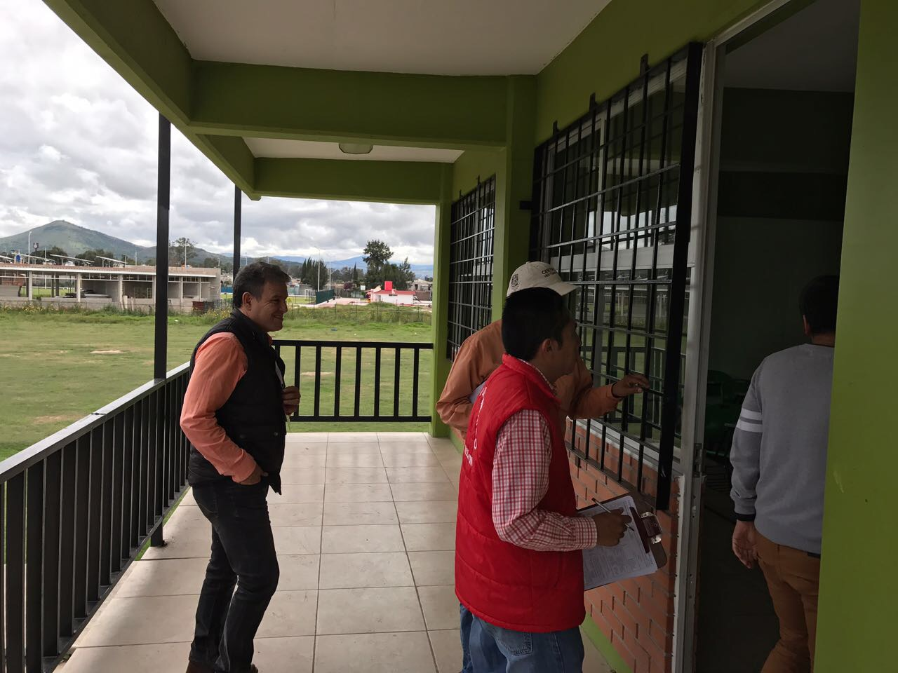 Presionan padres de familia para que IMIFE revise 27 escuelas