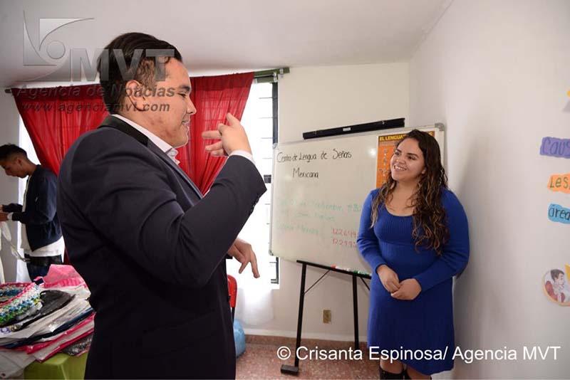 El primer Centro de Lengua de Señas Mexicanas pretende romper barreras e incluir a personas con sordera