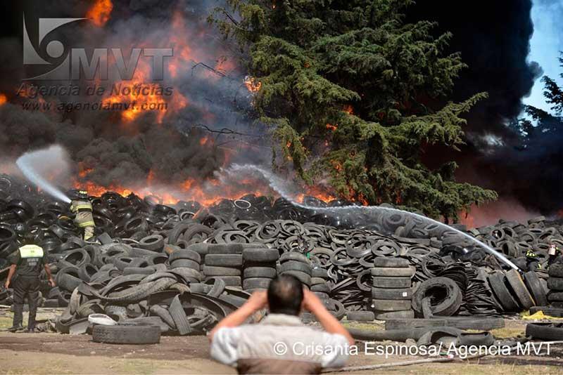 Las 20 mil llantas que se incendiaron e intoxicaron el Valle de Toluca son «herencia» de Eruviel Ávila
