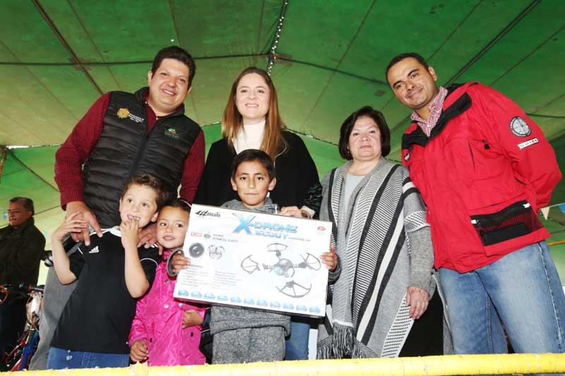 Refrenda David López Cárdenas su compromiso a favor de la niñez