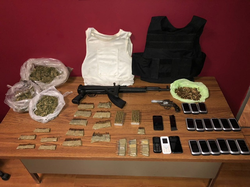 Detiene Fiscalía a tres personas que portaban armas y droga