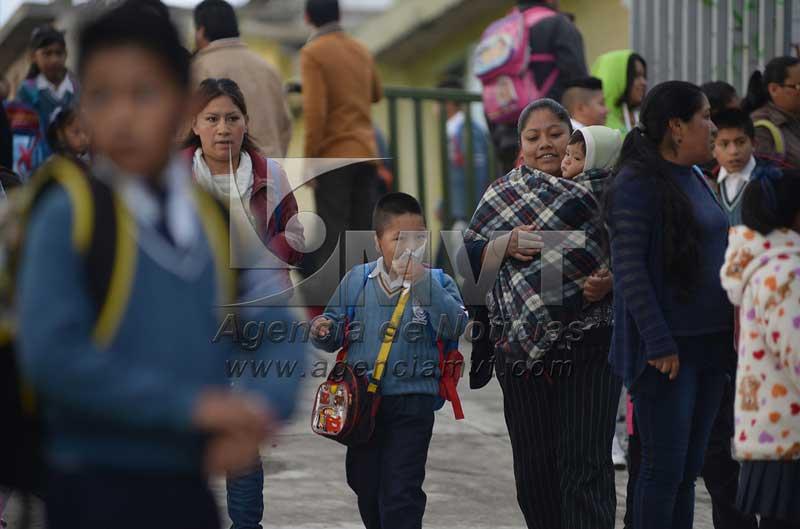Ofrece el Gobierno del Estado de Mexico becas de permanencia para evitar la deserción escolar