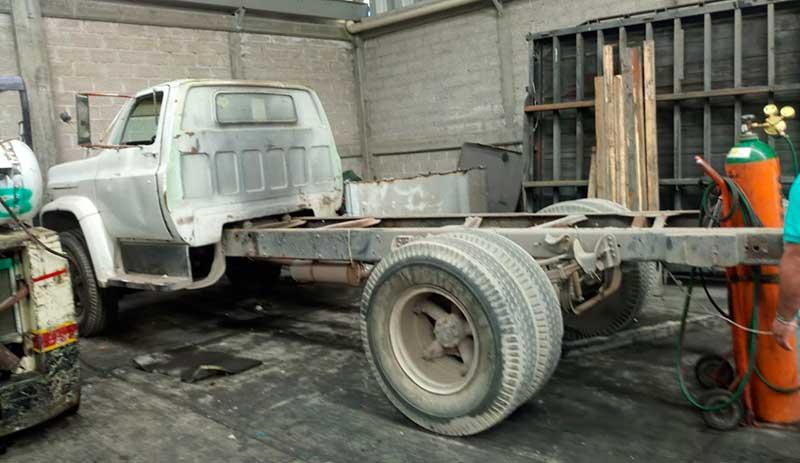 Catean inmueble en Tonanitla y encuentran vehículos robados