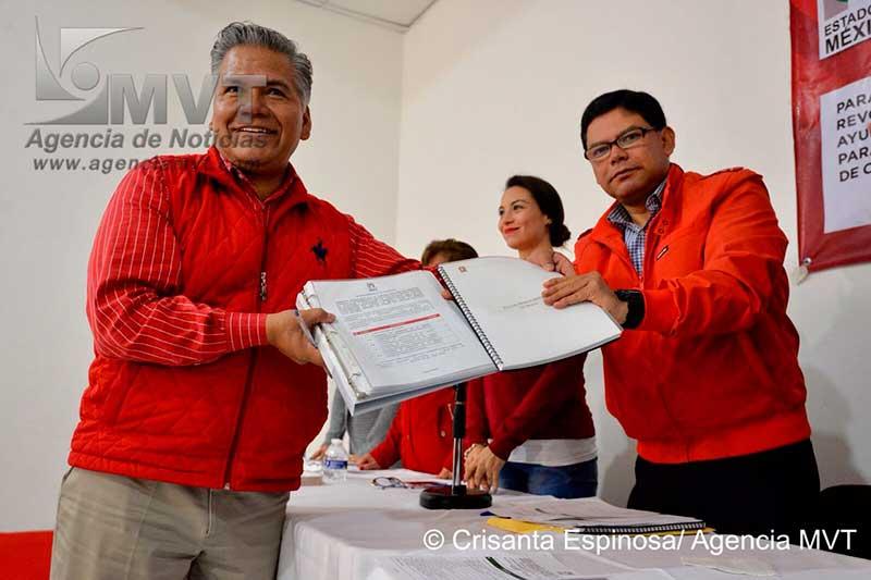 Registra Fernando Zamora su candidatura y planilla ante el PRI Toluca