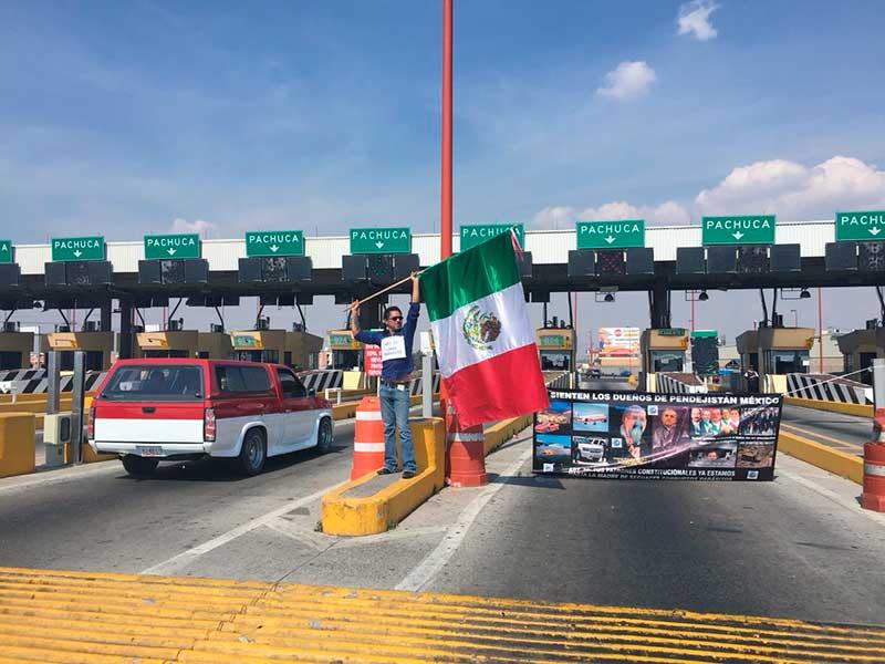 Toman casetas en autopistas para protestar por aumento de combustibles