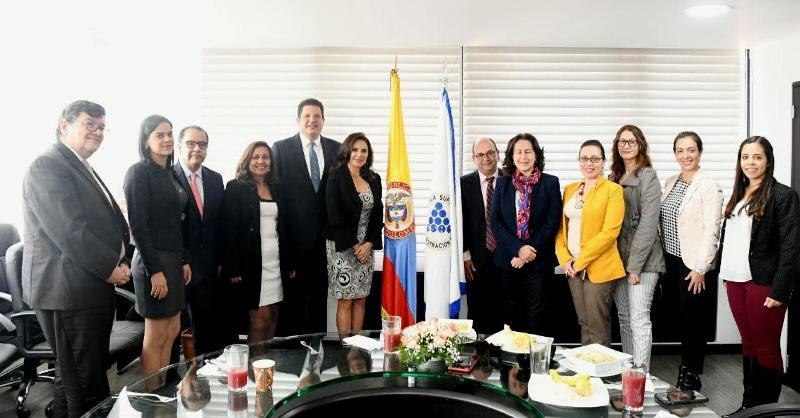 Comparte alcalde de Metepec experiencia exitosa de su gobierno en Colombia