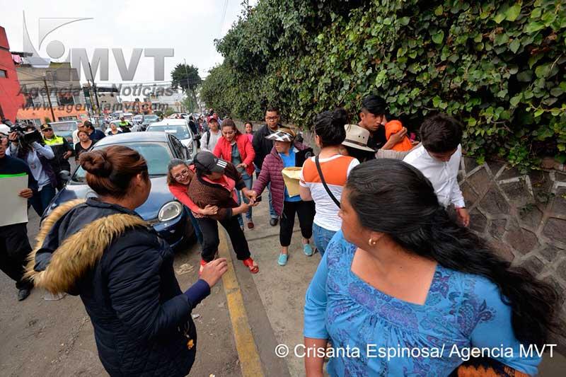 Denuncian abuso sexual a niños de primaria en Ocoyoacac; familiares del profesor acusado arremeten a golpes