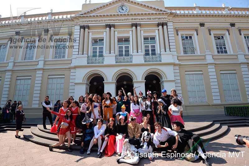 Celebran universitarios Día Mundial del Teatro