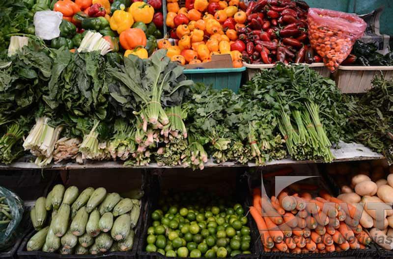 Reportan aumento promedio de 5 pesos en principales frutas y verduras en abril