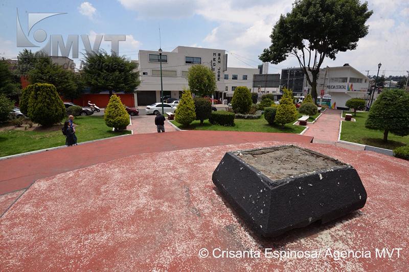 Estatua «se esfuma» del parque Sor Juana Inés de la Cruz de Toluca