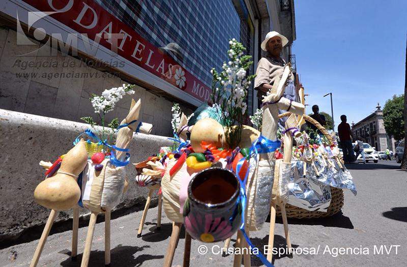 Artesanías en miniatura: mulitas de Jueves de Corpus