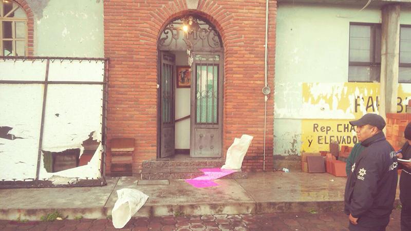 Arrojan cabezas de cerdo en domicilio de candidata de Otzolotepec