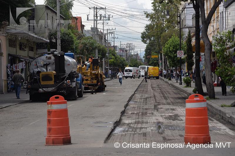 Cierran Av Juárez por labores de pavimentación en Centro Histórico de Toluca