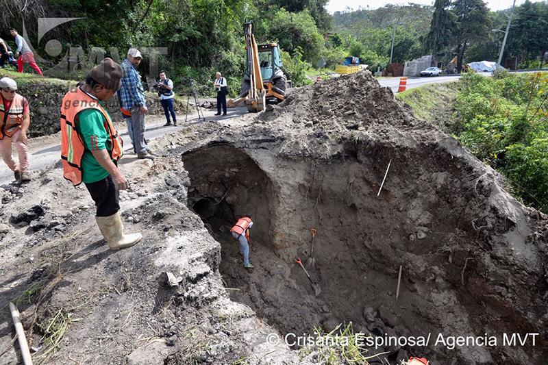Se forma socavón en la carretera Toluca-Temascaltepec