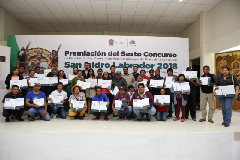 Reconocen a participantes del concurso de yuntas, retablos, carros alegóricos y mojigangas
