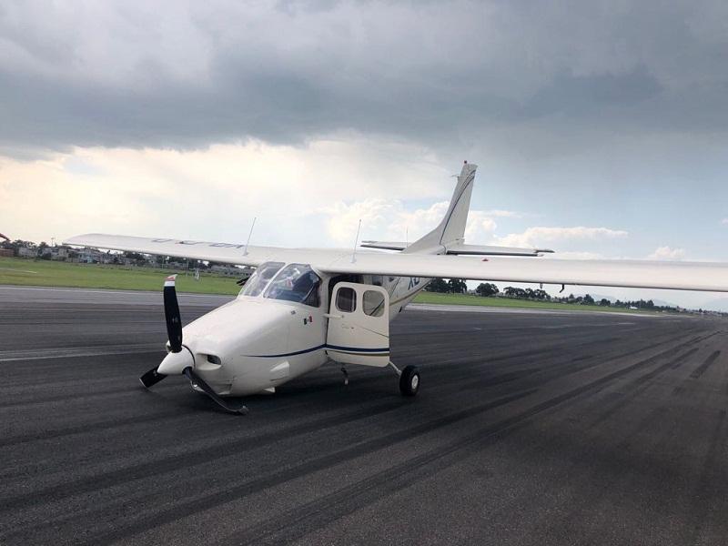 Por aterrizaje forzoso detienen operaciones del Aeropuerto Internacional de Toluca