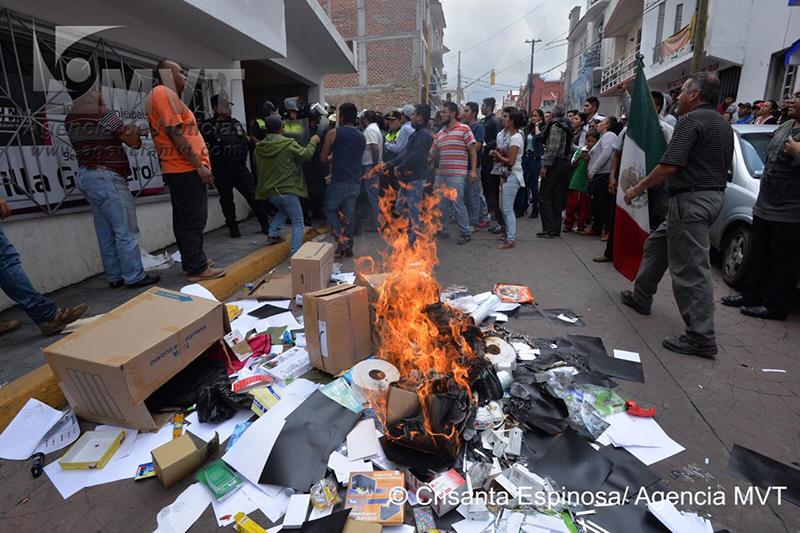 Protestan contra elección de la esposa del alcalde de Villa Guerrero