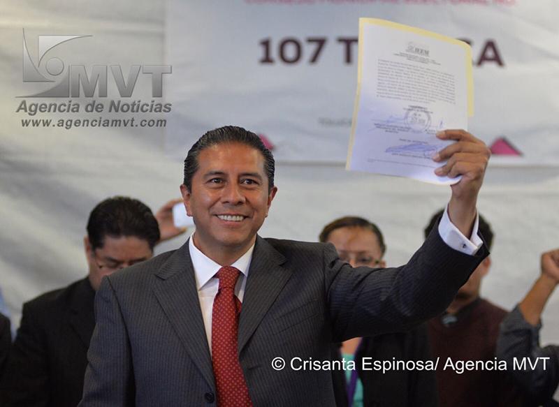 Recibe Juan Rodolfo Sánchez Gómez constancia de mayoría