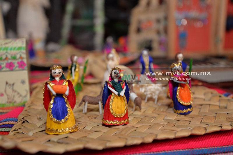 Regateo y artículos chinos ponen en desventaja a artesanos de Metepec