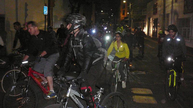 Consolida Fundación Tláloc paseos nocturnos en bicicleta