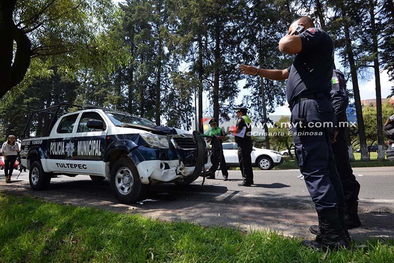 Causa embotellamiento choque de patrulla en Tollocan