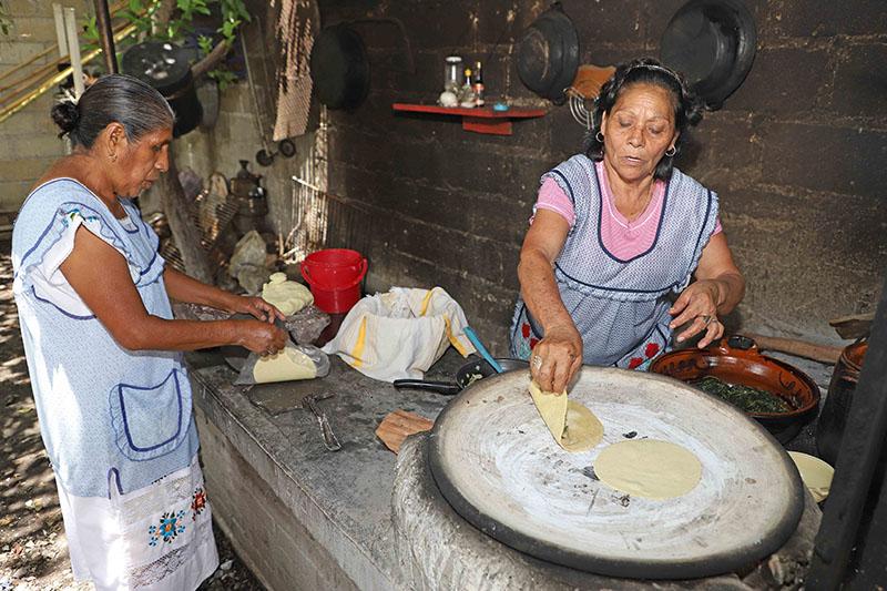 Comparten conocimientos cocineras tradicionales