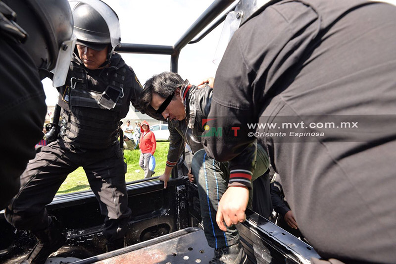 Rescata Policía a dos sujetos que iban a ser linchados en Toluca
