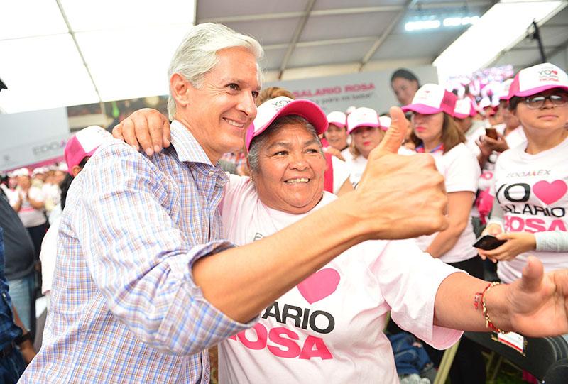 """Continúa Del Mazo con entrega de tarjetas de """"salario rosa"""""""