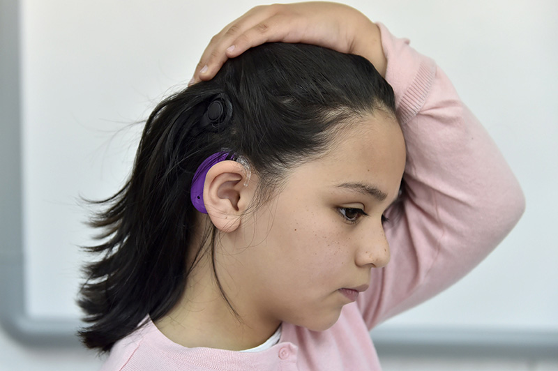 Ayuda DIFEM a personas con problemas auditivos