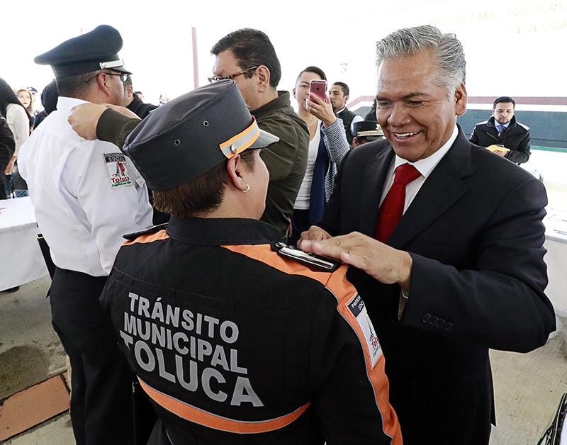Anuncian incremento salarial a policías de Toluca