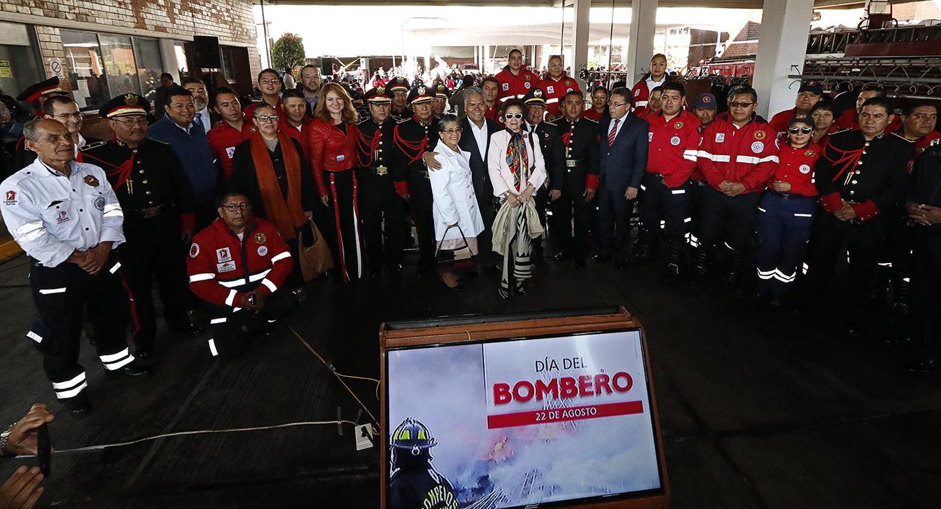 Entregan estímulos económicos a Bomberos de Toluca