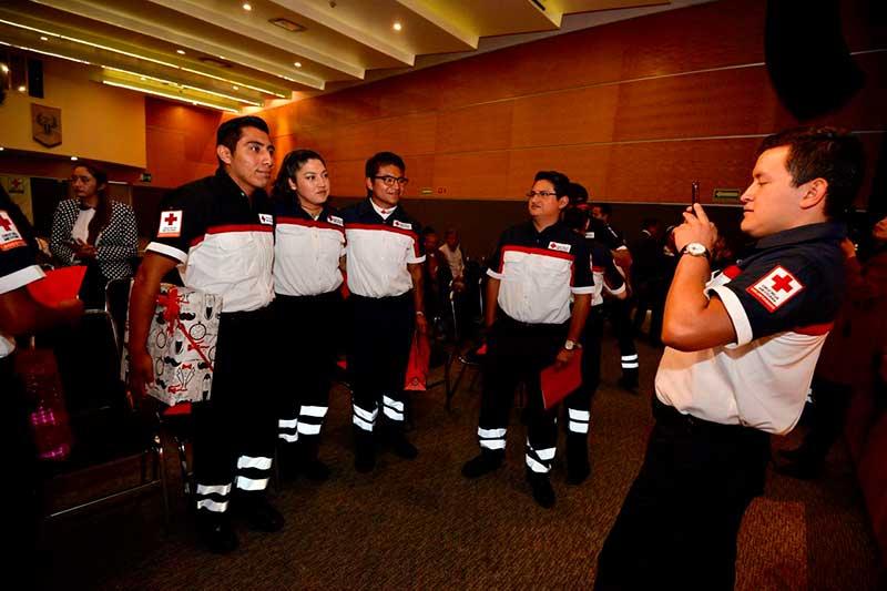 Se gradúan 19 nuevos paramédicos de la Cruz Roja que prestarán servicios en Metepec