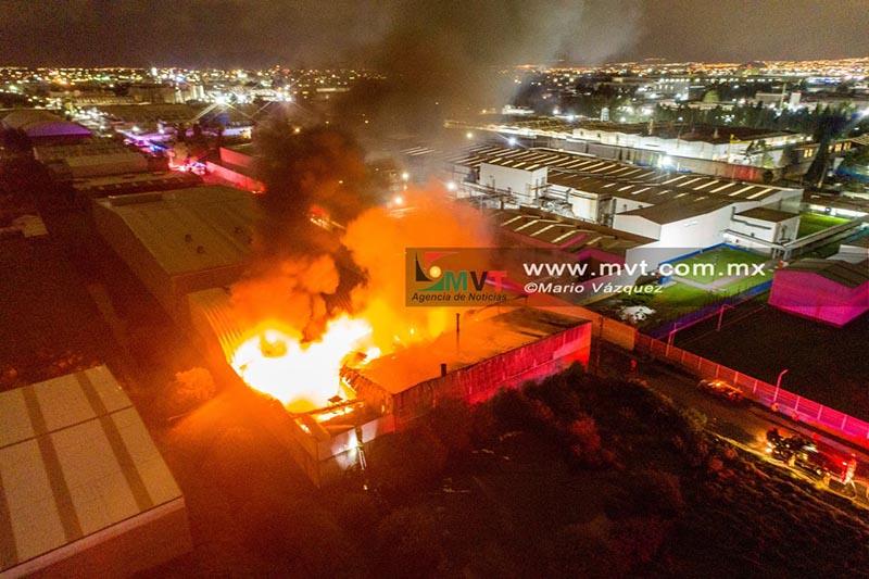 Consume incendio nave industrial en Lerma