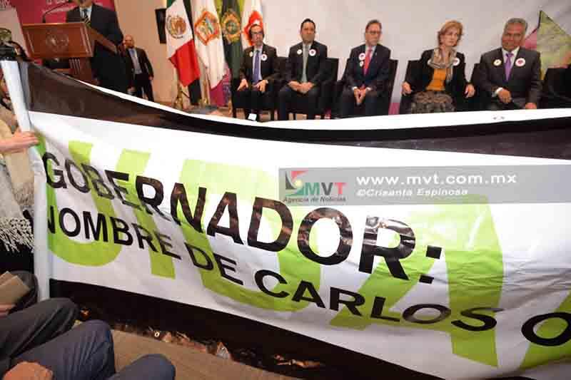 Irrumpen en inauguración de FILEM por caso Carlos Olvera