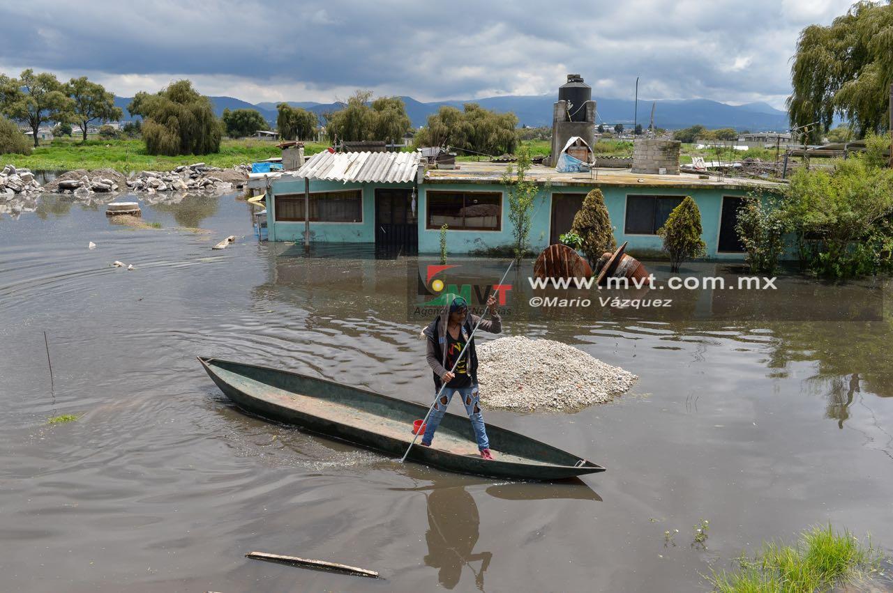 Auxilian a afectados por lluvias en San Mateo Atenco