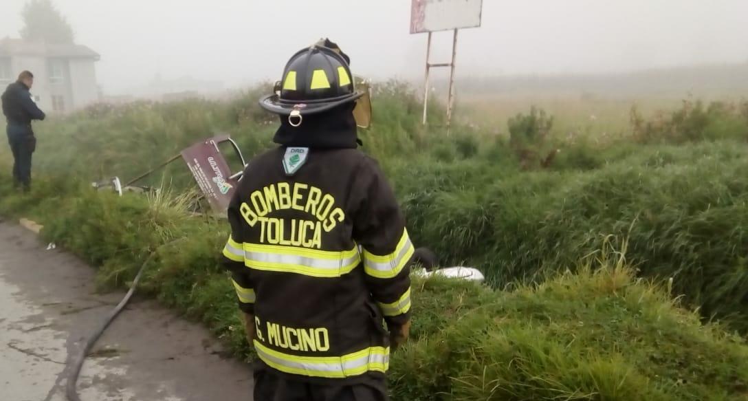 Previenen incendio tras accidente automovilístico