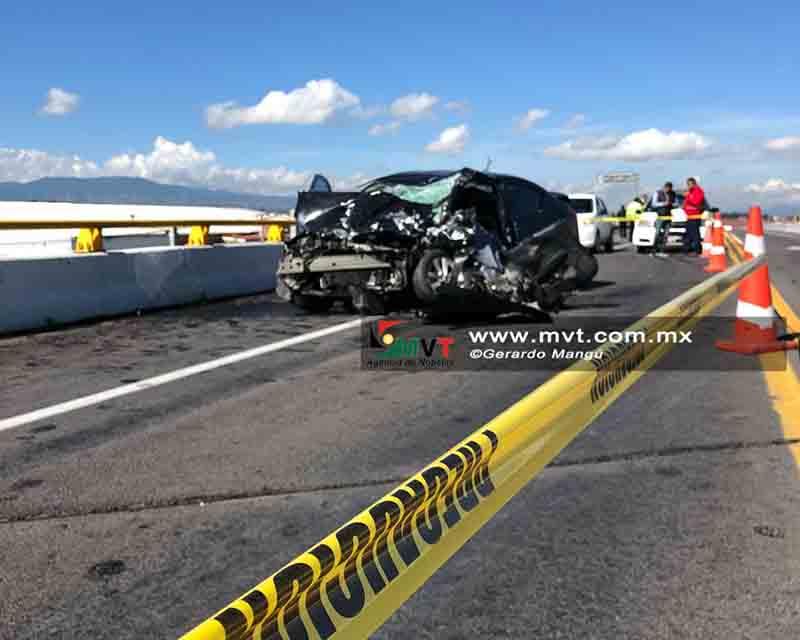 Muere conductor tras choque contra camión en la Toluca-Valle de Bravo