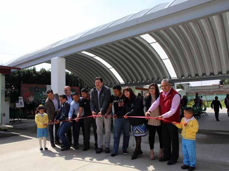 Continúa la entrega de infraestructura en escuelas de Metepec
