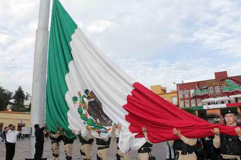 Honran motivos patrios en Metepec