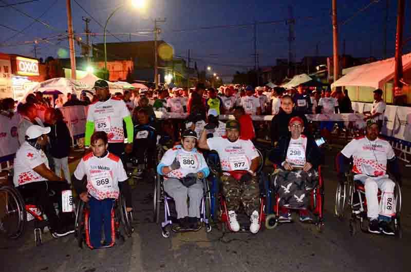 Ponen el ejemplo realizando carreras en silla de ruedas