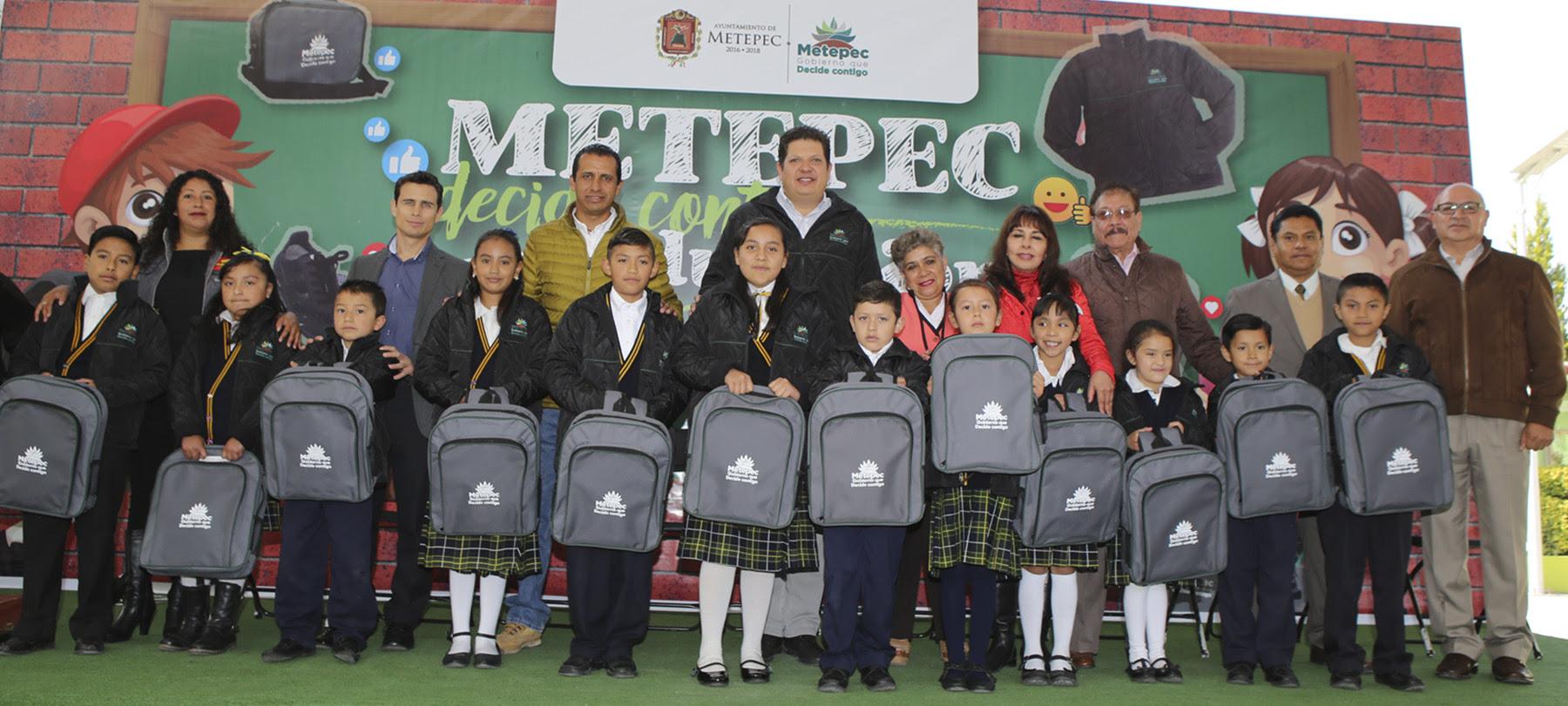 En Metepec suman 28 mil alumnos beneficiados.