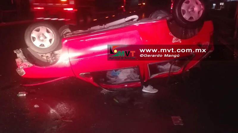 Muere conductor tras impacto en Tollocan